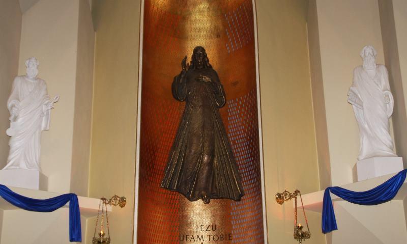 Pan Jezus i figury Apostołów